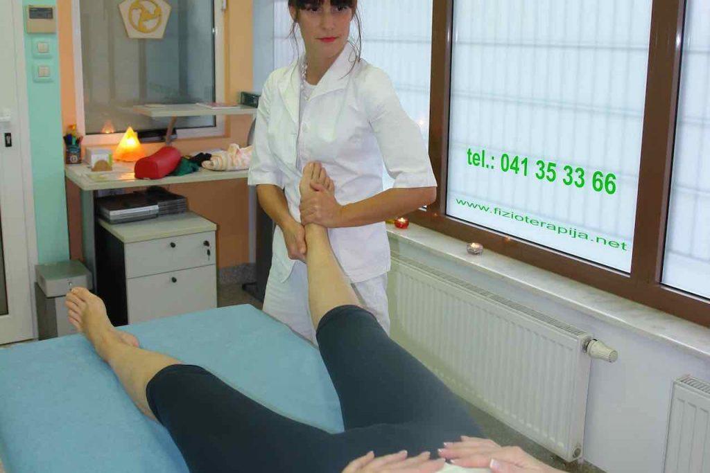 manualna terapija kolka se izvaja s prijemom preko gleznja
